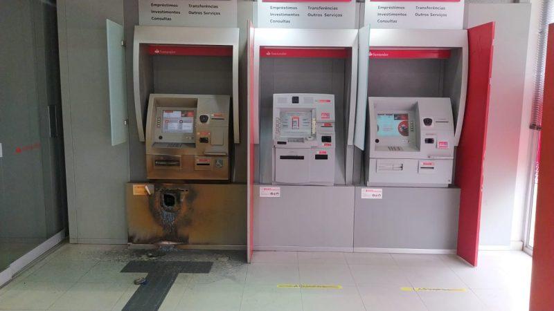 Criminosos tentam furtar agência do Santander em Blumenau – Foto: Reprodução