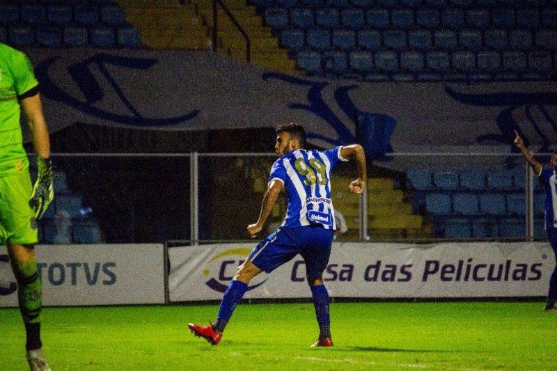 Getúlio comemora o gol da vitória do Avaí no clássico – Foto: André Palma Ribeiro/Avaí F.C