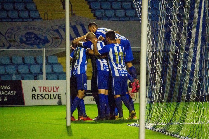 Jogadores comemoram o gol da vitória do Avaí. Triunfo leva a equipe para a ponta da tabela do Estadual – Foto: André Palma Ribeiro/Avaí F.C
