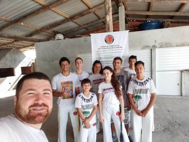 Grupo Muzenza com alunos em ensaio de capoeira em São José, na Grande Florianópolis – Foto: Divulgação/ND