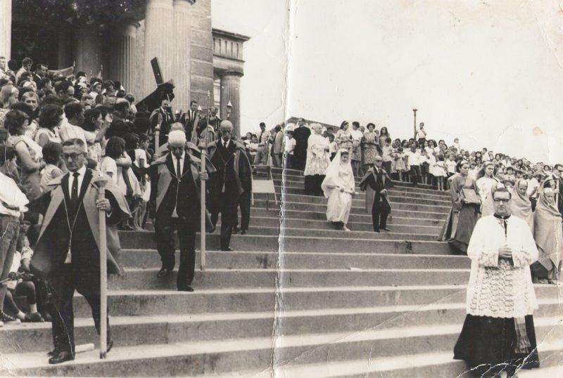 Procissão desce as escadarias da Catedral Metropolitana – Foto: Divulgação/ND