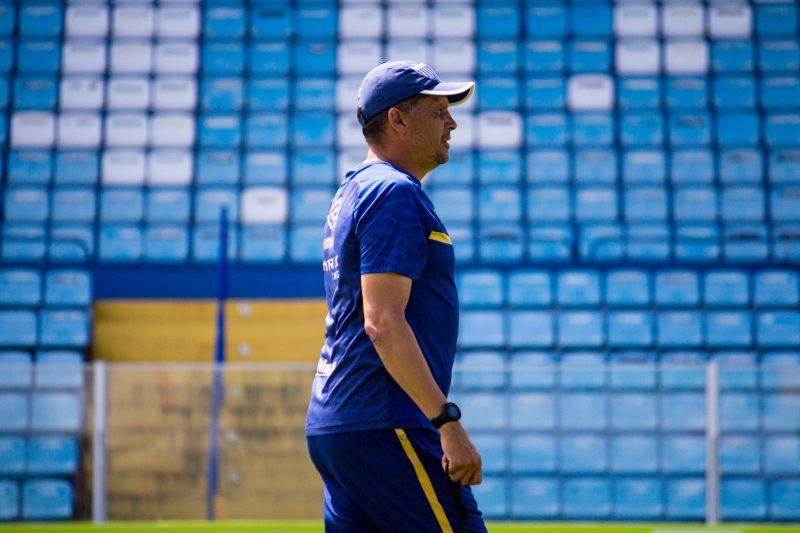 Claudinei Oliveira, técnico do Avaí deve realizar mais um treino nesta quarta, em solo mineiro – Foto: André Palma Ribeiro/Avaí FC