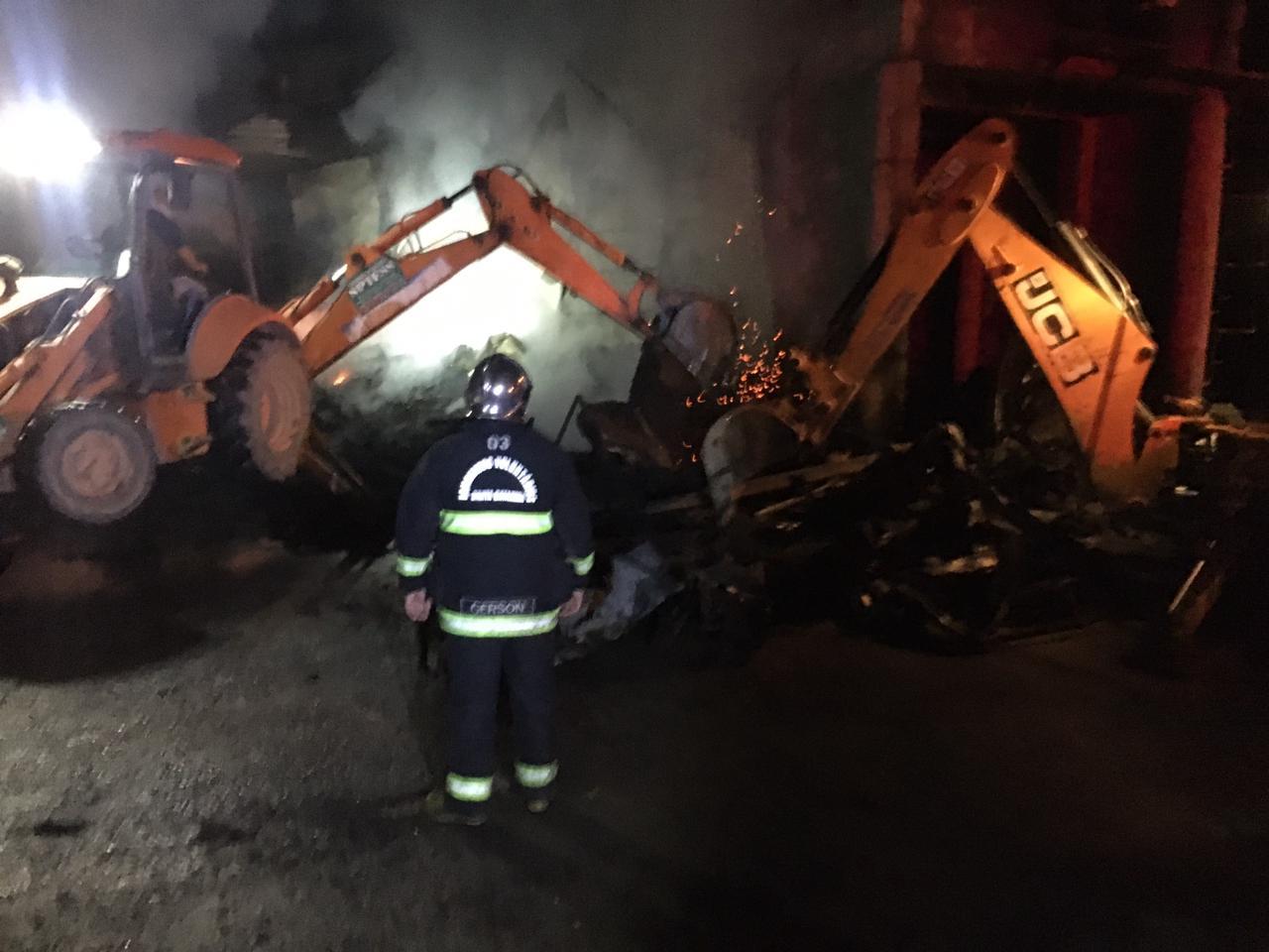 Incêndio em estufa de secagem de madeira em Rodeio - CBVU/Divulgação