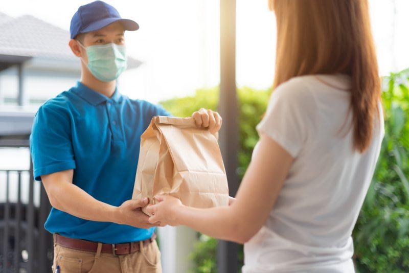 Com a necessidade de ficar cada vez mais em casa, os serviços de delivery poupam tempo e geram mais comodidade – Foto: iStock/Divulgação
