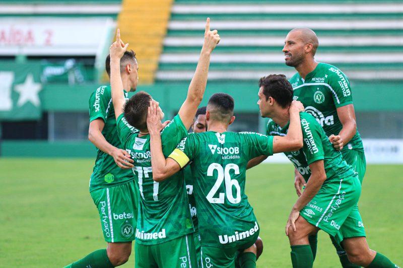 Jogadores da Chapecoense comemoram o gol de Perotti – Foto: Márcio Cunha/ACF