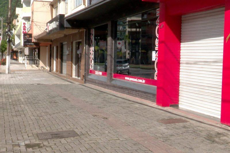 Comércio de Blumenau fechado durante o fim de semana, em cumprimento ao decreto estadual- Foto: Reprodução/NDTV Blumenau