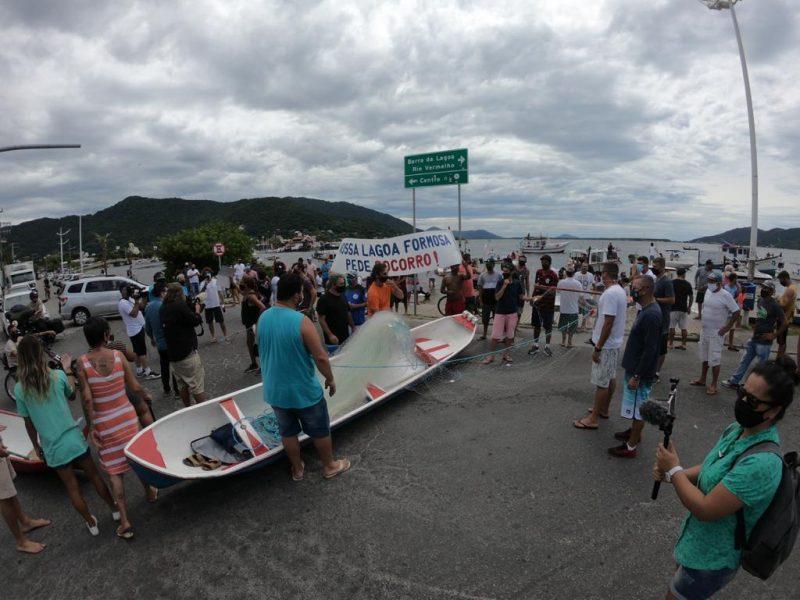 Protesto reúne moradores na Lagoa da Conceição