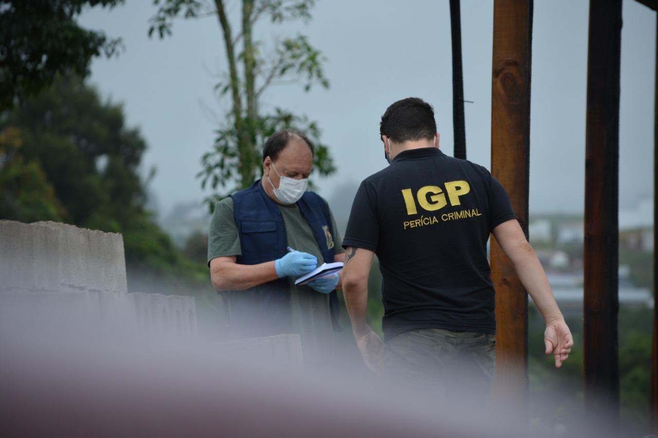 IGP realizou perícia no local do incêndio. - Marcos de Lima Portal Peperi