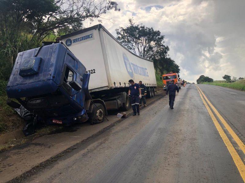 Acidente aconteceu na PR-092, em Siqueira Campos , distante 313 km de Curitiba (PR) – Foto: PRE/Divulgação
