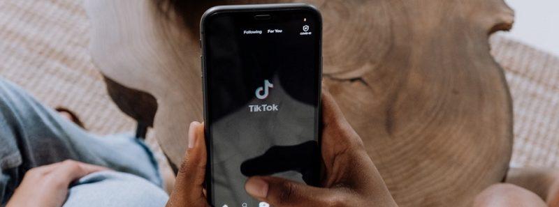 Nova função do TikTok só libera comentários após aprovação; veja como usá-la - cottonbro no Pexels