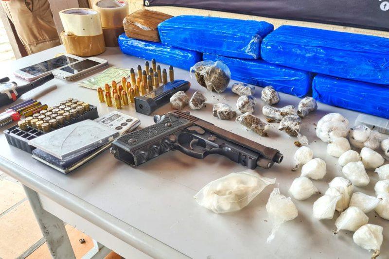 Operação da PM apreende arma e drogas em Blumenau – Foto: Divulgação/PM Blumenau
