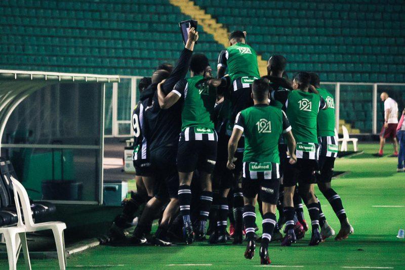 Festa do time do Figueirense que voltou a vencer 32 dias depois – Foto: Patrick Floriani/FFC