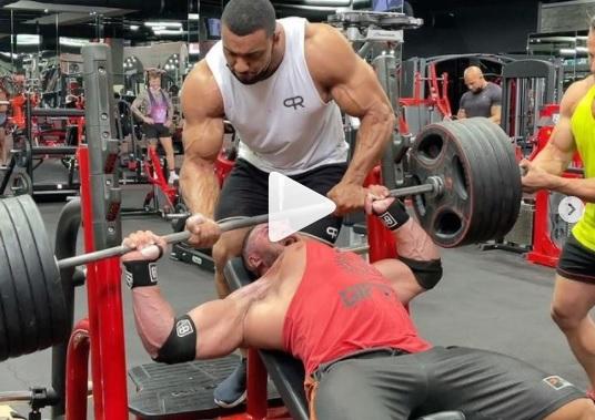 Peito de fisiculturista rasgou durante treino – Foto: Instagram/Reprodução