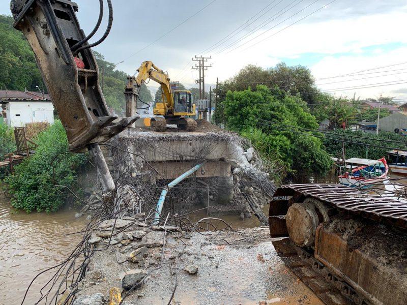 Ponte teve que ser interditada pela Prefeitura após um pedido da justiça – Foto: Prefeitura de Barra Velha/Divulgação