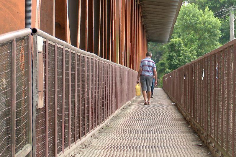 Falta de manutenção na Ponte do Salto coloca pedestres em risco em Blumenau – Foto: Reprodução/NDTV Blumenau