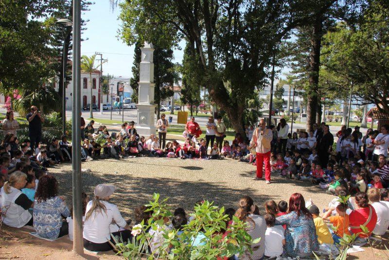 A Praça Hercílio Luz está localizada no Centro Histórico de São José, perto da Igreja Matriz. Nela está instalado o monumento Plínio Verani, que homenageia os açorianos que fundaram a cidade, no ano de 1750. O local é espaço de recreação, eventos e contemplação – Foto: Arquivo/Prefeitura de São José/Divulgação/ND
