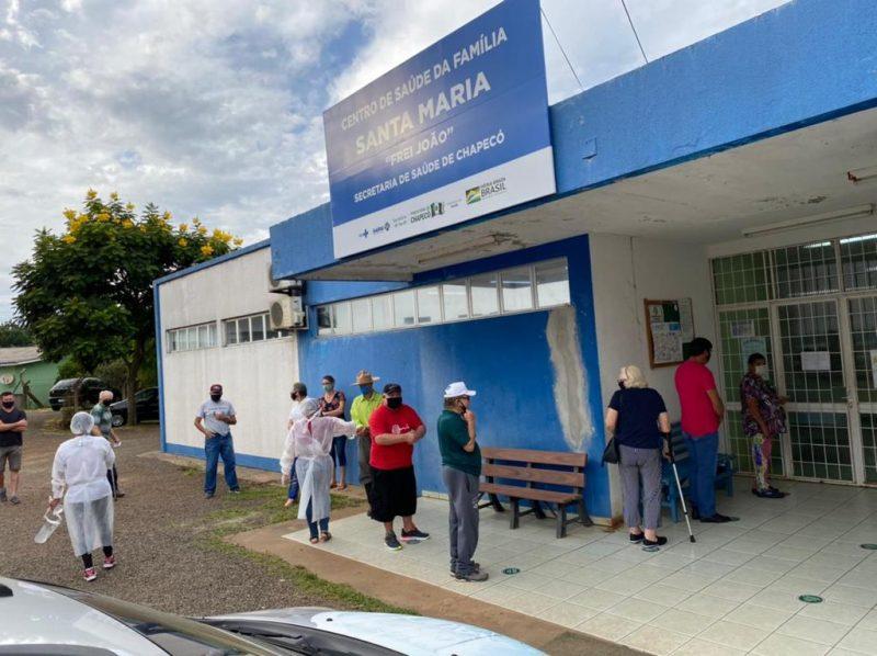 Vacinação contra Covid-19 em Chapecó será em unidades de saúde para idosos de 73 anos