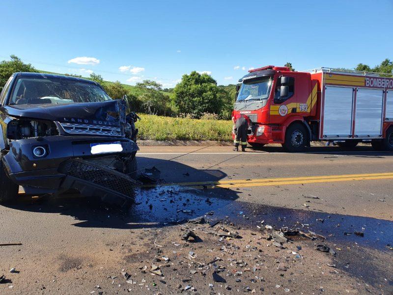 De acordo com a PRF, ambos os motoristas, que não tiveram a identidade revelada, foram levados ao hospital com Lesões graves. – Foto: PRF/Divulgação/ND