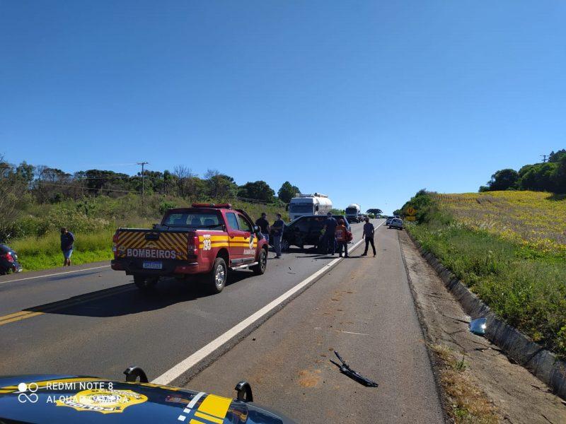 A batida envolveu uma Land Rover/Freelander, com placas de Xanxerê, e uma GM Tracker, placas de Serafina Corrêa (RS). – Foto: PRF/Divulgação/ND