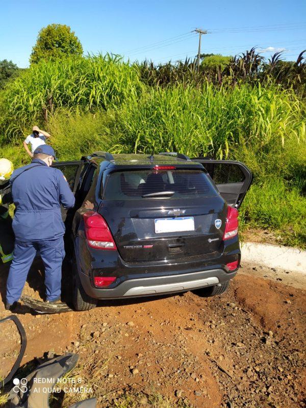 Socorristas atenderam as vitimas. O hospital para onde foram levados não foi informado. – Foto: PRF/Divulgação/ND