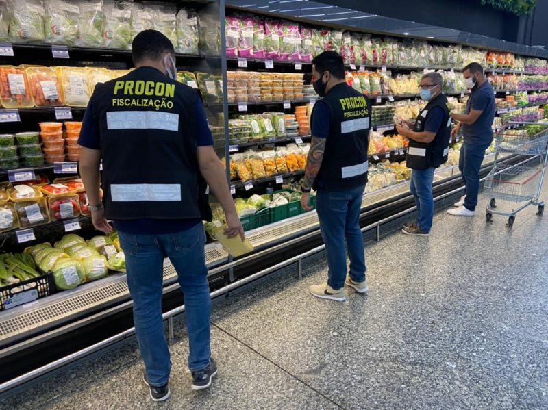 Desde o início da operação, 210 kg de alimentos foram apreendidos