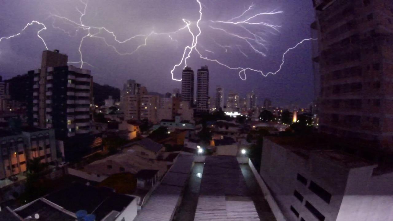 Defesa Civil emitiu alerta para tempestade neste sábado e domingo em todo Estado - Paulo Sérgio/NDTV