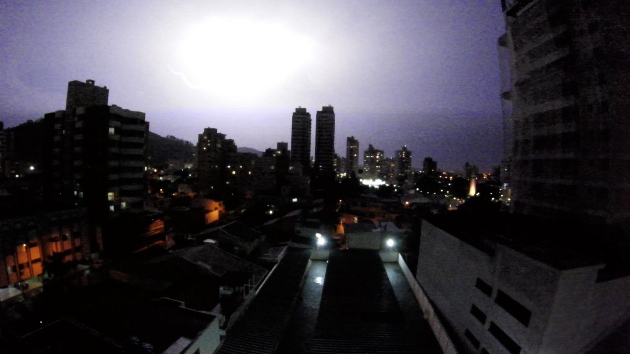 Domingo em Santa Catarina também deve ter chuva forte e ventania - Paulo Sérgio/NDTV