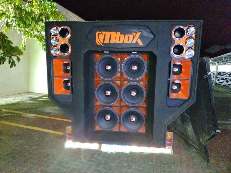 Apesar do tamanho das caixas de som, os equipamentos foram recolhidos – Foto: PMSC/Divulgação/ND