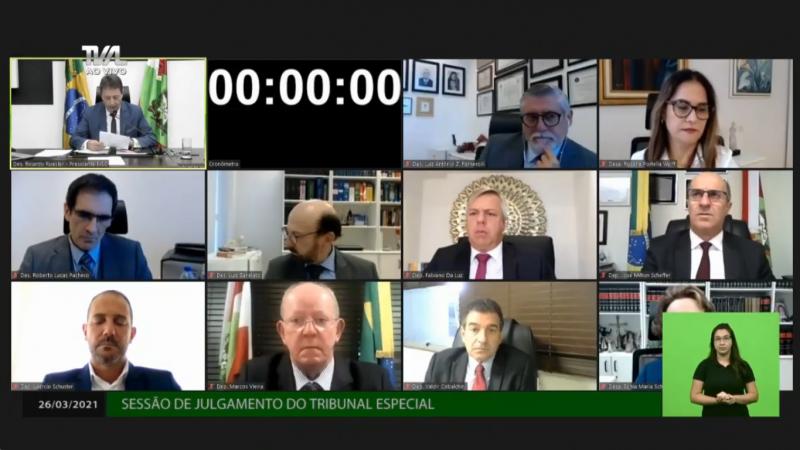 Todos os dez integrantes do tribunal especial estão presentes – Foto: TV AL/Divulgação/ND