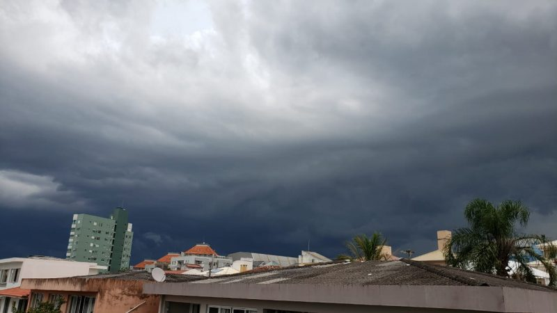 A Capital Catarinense foi encoberta por uma nuvem escura na tarde desta sexta-feira (26) – Foto: Paulo Vinícius Rampinelli/Divulgação/ND