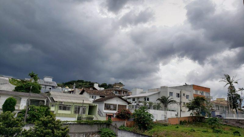 A possibilidade de chuva e trovoadas isoladas estava na previsão de todas as regiões do Estado – Foto: Paulo Vinícius Rampinelli/Divulgação/ND