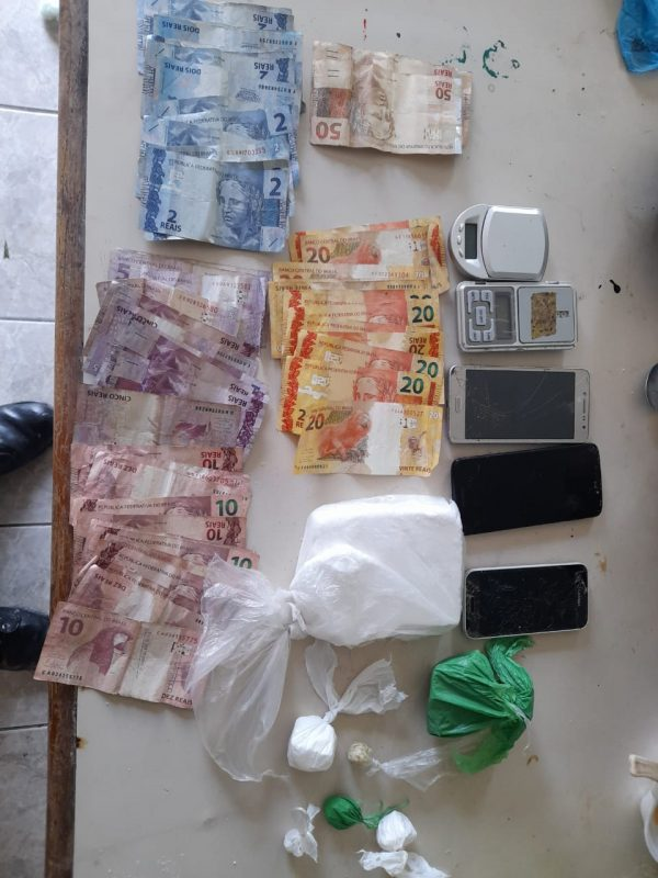 Drogas foram apreendidas no sábado (27) – Foto: Polícia Militar/Divulgação