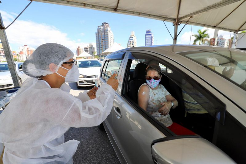 Nesta terça-feira (30), de acordo com a Secretaria de Saúde da Capital, foram aplicadas 8.305 doses de vacinas contra a Covid-19 – Foto: Cristiano Andujar/PMF/Divulgação/ND