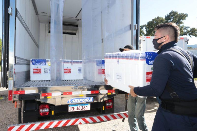 Lote segue para a central de distribuição da SES, em São José – Foto: Maurício Vieira/Secom/ND