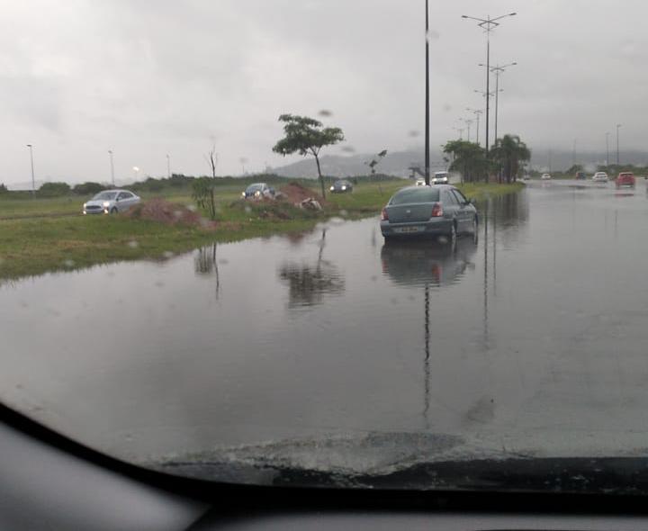 Via Expressa Sul ficou alagada na manhã desta segunda-feira (1º) – Foto: Divulgação/ND