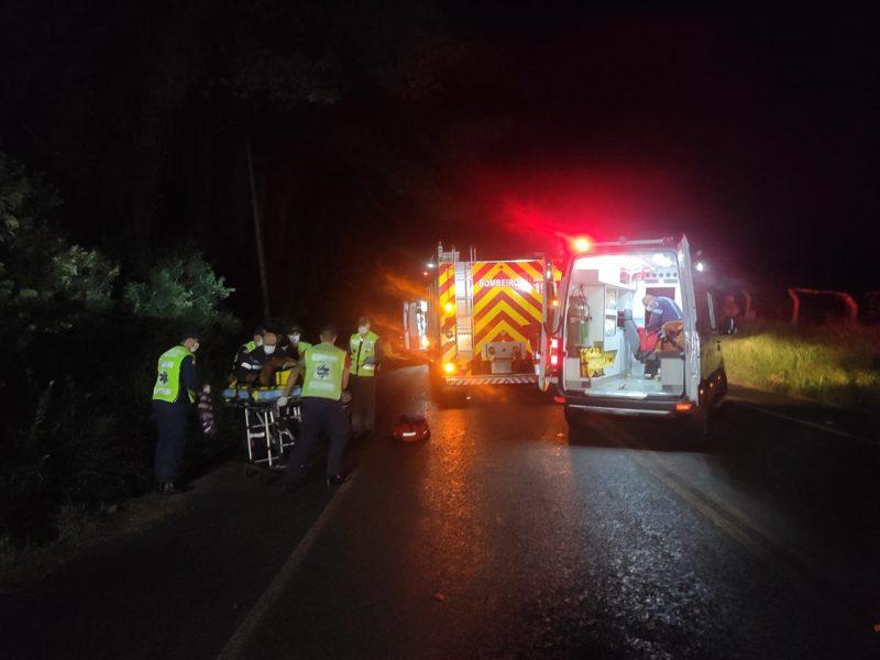 Homem, que não teve a idade informada, foi atropelado por trator em rodovia estadual de Videira – Foto: Corpo de Bombeiros/Divulgação