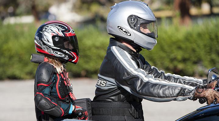 Aumento da idade mínima para crianças em motos: Será proibido transportar criança menor de 10 anos ou sem condições de cuidar da própria segurança. – Foto: Agência Pública/Divulgação/ND
