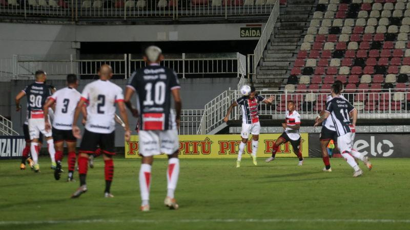 Diego e Caio Monteiro deram mais movimentação ao ataque, mas o JEC não conseguiu chegar ao gol – Foto: Vitor Forcellini/JEC
