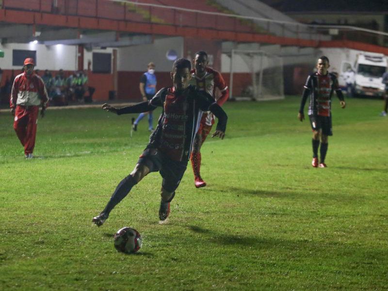 JEC e Hercílio Luz fizeram jogo de muitos gols, expulsões e confusão na noite desta quarta-feira (21) – Foto: Vitor Forcellini/JEC