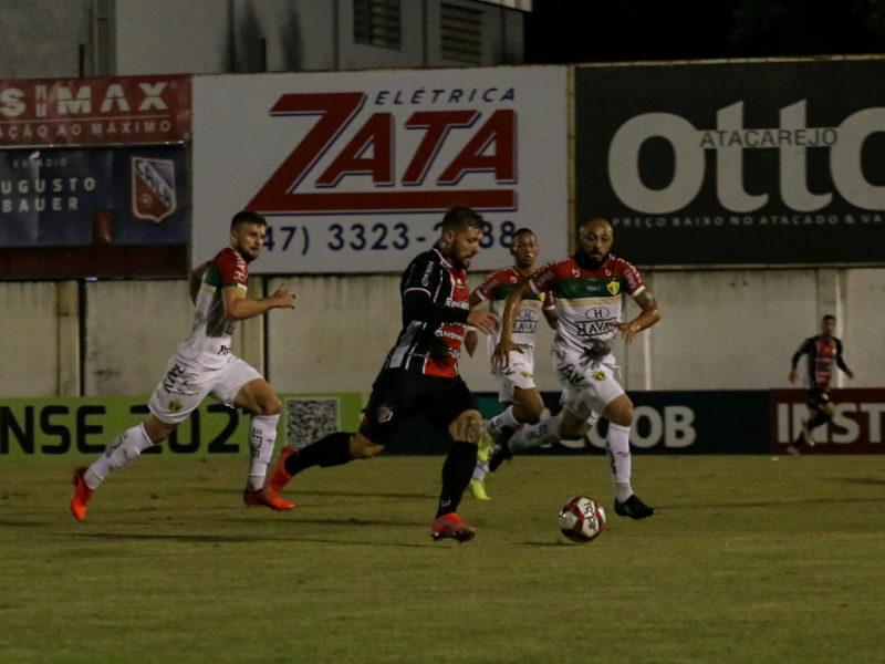 JEC e Brusque se enfrentaram na noite desta quarta-feira (28), no estádio Augusto Bauer – Foto: Vitor Forcellini/JEC/Divulgação/ND