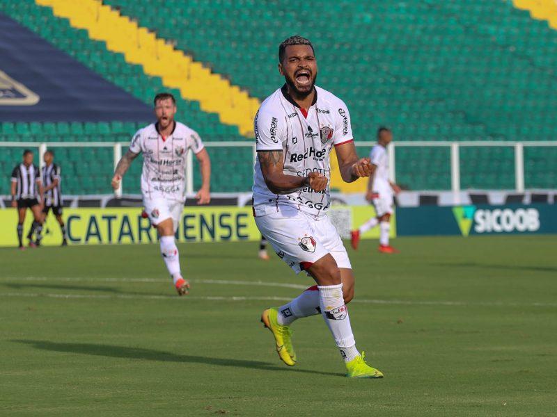 Thiago Santos assumiu a titularidade no clássico contra o Figueirense e projeta os objetivos para o ano no Tricolor – Foto: Vitor Forcellini/JEC