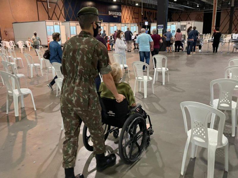 Pessoas om dificuldade de locomoção atendidas na Vila Germânica – Foto: Divulgação/PMB