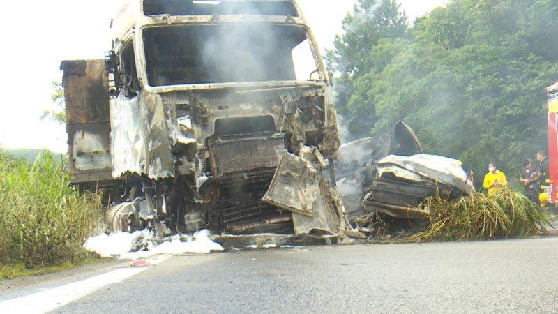 Batida ocorreu por volta das 14 horas no Km 24, próximo à Estrada Rio do Júlio. – Foto: Alfa Stofelli/NDTV