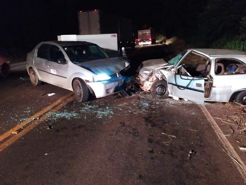 Jovens que estavam nos dois carros ficaram feridos após batida de frente na SC-157 – Foto: Corpo de Bombeiros/Divulgação
