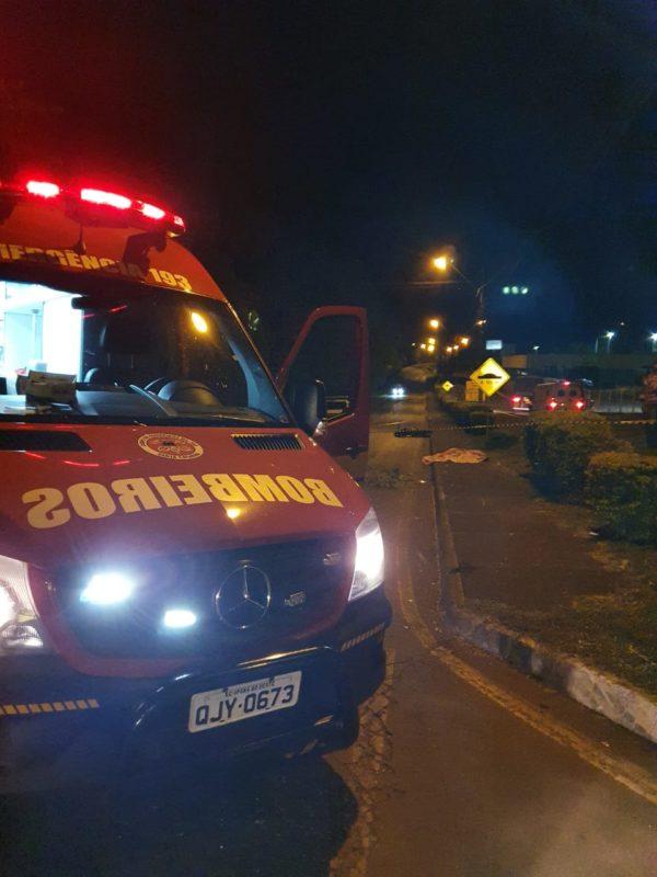 Corpo do motociclista ficou aos cuidados do IGP – Foto: Corpo de Bombeiros/Divulgação ND