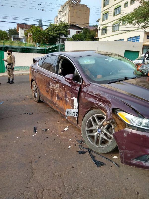 O acidente de trânsito envolveu uma Fiat/Toro, com placas de Xanxerê/SC, e um Ford/Fusion, de Joinville/SC, onde a motorista sofreu ferimentos e precisou ser resgatada pelo Corpo de Bombeiros. – Foto: Corpo de Bombeiros Militar/ND