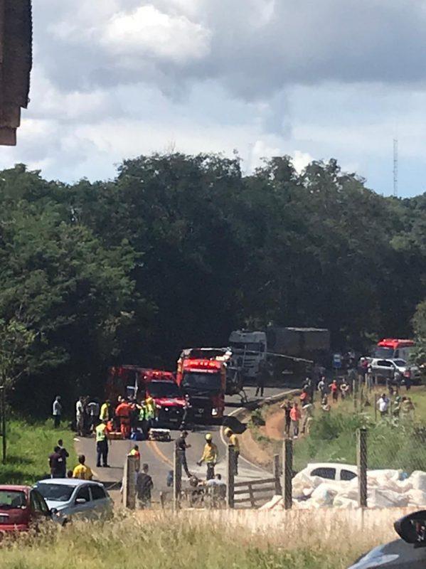 O trânsito ficou lento no local para o atendimento do motociclista. – Foto: Margarete Kozah/Arquivo pessoal/ND