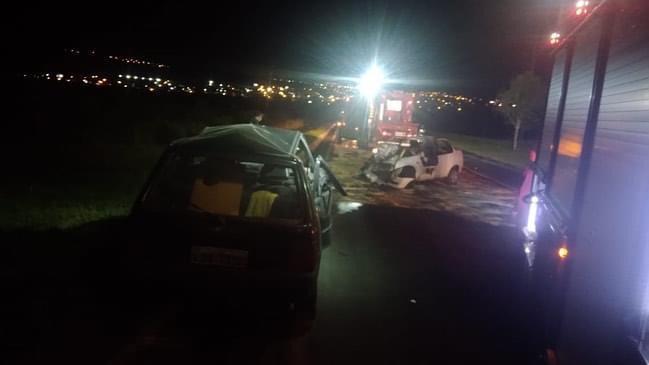 Acidente deixou carros destruídos – Foto: CBM/Divulgação