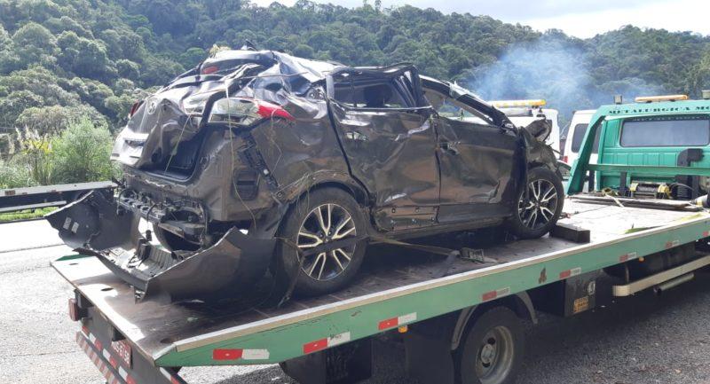 Carro conduzido por Mariana ficou destruído – Foto: Divulgação/PRF SC