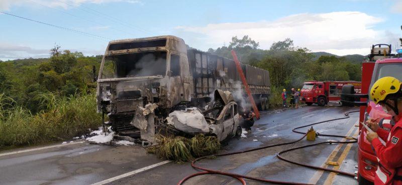Segundo motorista, incêndio teve início logo após a batida – Foto: Ricardo Moreira/NDTV